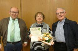015_Monika_Rogalski_-_Auszeichnung_mit_der_grünen_Verdiensnadel_des_Eifelvereins